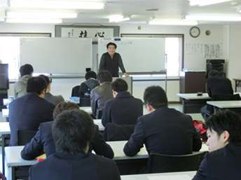 村井工務店 学科の様子の写真1